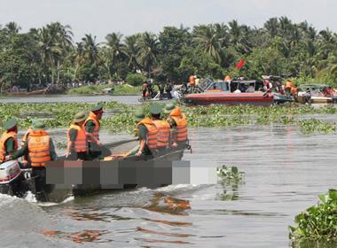 Hưng Yên: Thấy xác 2 nạn nhân của vụ chìm tàu trên sông Hồng