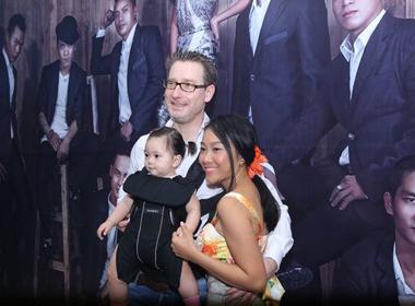 Đoan Trang được chồng và con gái tháp tùng đi họp báo liveshow Dấu ấn