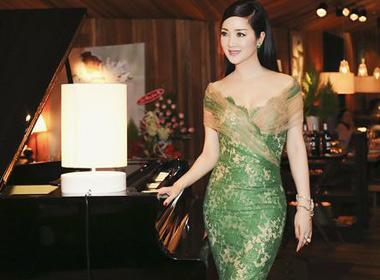 Hoa hậu Giáng My cùng bạn bè tổ chức noel sớm