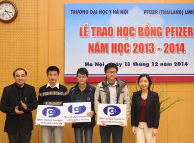 Quỹ PFIZER Thái Lan trao học bổng cho sinh viên ngành Y tại Việt Nam