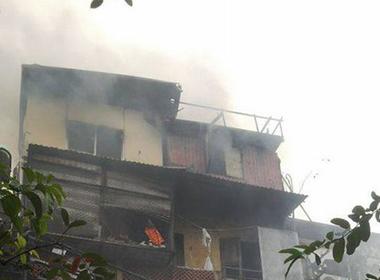Video: Khói lửa mù mịt bao trùm căn nhà 4 tầng trên phố cổ