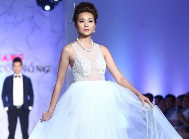 Người mẫu Thanh Hằng đeo trang sức 1,4 tỷ diễn thời trang