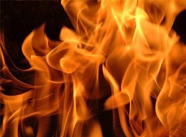 Nhậu say, đốt cháy... 1.200 chiếc nón lá