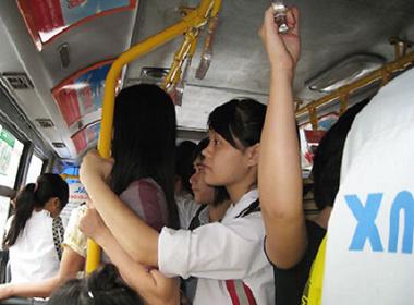 Vì sao phụ nữ sợ xe buýt ?