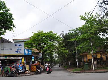 Cuộc tình đậm mùi tiền giữa 'ông trùm' Năm Cam và 'hoa khôi vũ trường' Sài Gòn
