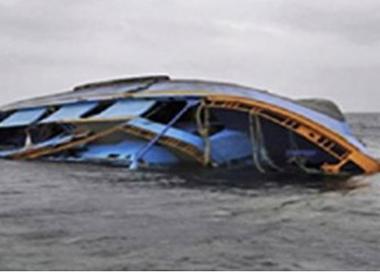 Lật thuyền trong giá lạnh, 2 ngư dân mất tích