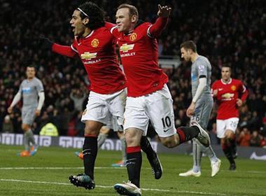 Song sát Rooney - Van Persie đưa M.U trở lại mạch thắng