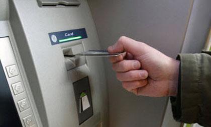 Sinh viên nước ngoài dùng thẻ ATM giả rút tiền