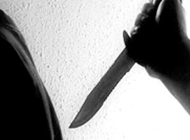 Nghi vợ ngoại tình, chém hàng xóm 8 nhát dao rồi tự sát bất thành