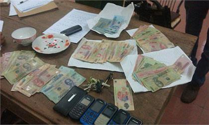 Truy bắt người phụ nữ lập sòng đánh bạc để thu xâu