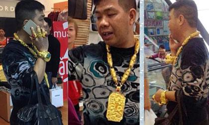 Tiết lộ về đại gia 'dát' vàng đầy người gây náo loạn Vincom