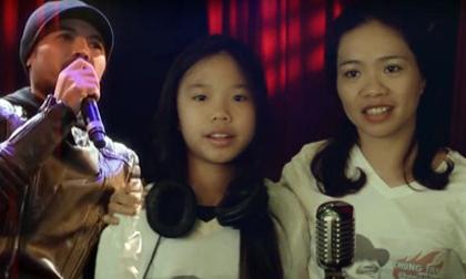 Vợ và con gái Trần Lập mỉm cười hát 'Đường tới ngày vinh quang'
