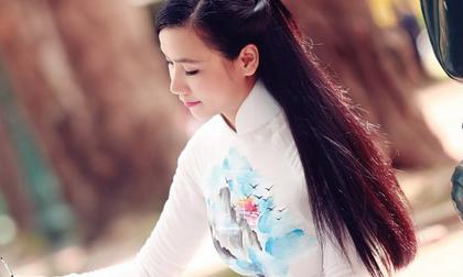 Diễn viên Lương Giang thướt tha áo dài mừng Quốc Khánh