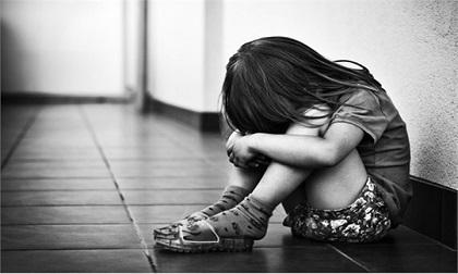 Hà Nội: Tắm cho con gái 3 tuổi, bàng hoàng phát hiện tổn thương 'vùng kín'
