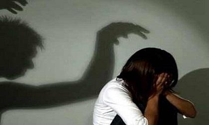 Bắt nghi can hiếp dâm bé gái 6 tuổi giữa đêm khuya