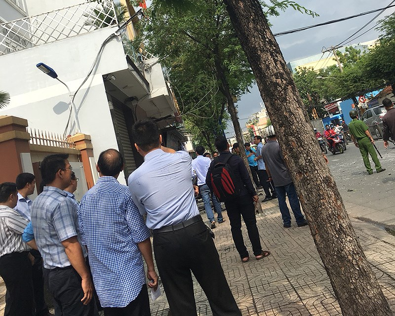 TP.HCM: Nổ tại trụ sở Công an phường 12, quận Tân Bình - ảnh 1