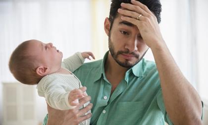 Không chỉ phụ nữ, đàn ông cũng mắc bệnh trầm cảm sau khi vợ sinh con nếu có những dấu hiệu này