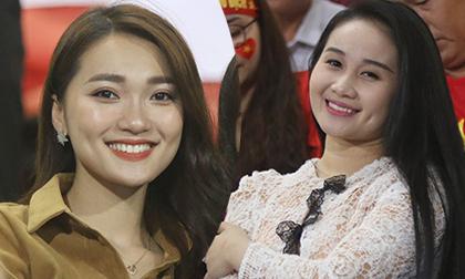 Dàn bạn gái hot girl của ĐT Việt Nam 'sáng rực' ở sân Mỹ Đình