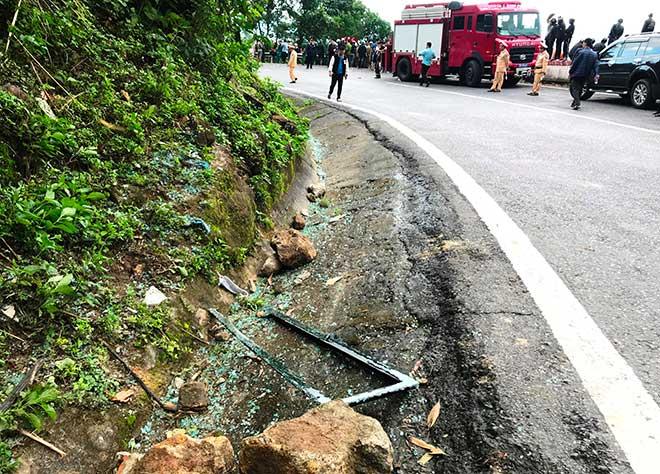 Phút giải cứu nữ sinh viên kẹt trong chiếc xe nát tươm dưới vực đèo Hải Vân - 2
