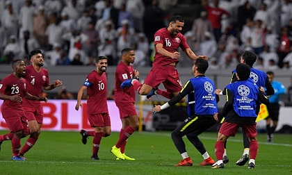 Hạ đẹp chủ nhà UAE, Qatar hẹn Nhật Bản ở chung kết