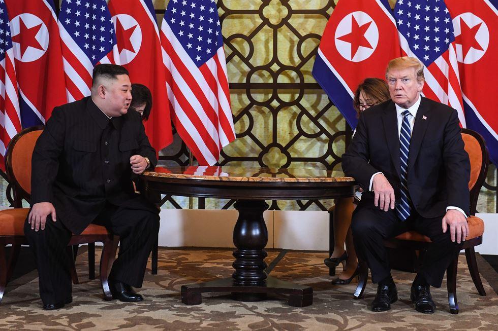 Không thoả thuận thành công nhưng hình ảnh ông Trump chia tay ông Kim lại khiến mọi người bất ngờ
