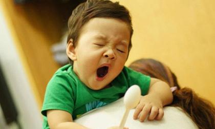 Cho trẻ ngủ muộn có tác hại khủng khiếp: Không chỉ thấp còi, mà còn có nhiều nguy cơ khác