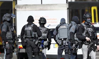 Nổ súng trên xe điện ở Hà Lan, nhiều người bị thương