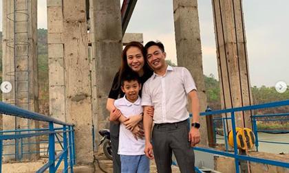 Về quê Cường Đô la, Đàm Thu Trang lại gây bất ngờ trong cách âu yếm con riêng của chồng