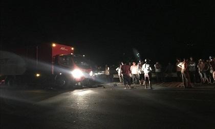 Xe tải tông xe máy trong đêm, 1 thanh niên tử vong