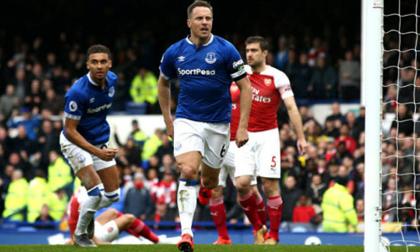 Gục ngã trên sân Everton, Arsenal lâm nguy trong cuộc đua Top 4