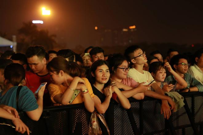 Hình ảnh nóng từ nơi diễn ra màn biểu diễn đua xe F1 tại Hà Nội