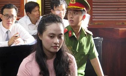 Hot girl Ngọc Miu khóc gọi 'con ơi' giữa sân tòa