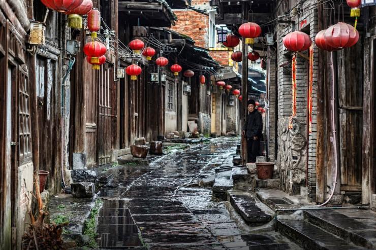 Không chỉ có Phượng Hoàng Cổ trấn, Trung Quốc còn có nhiều làng cổ đẹp mê li thế này - 1