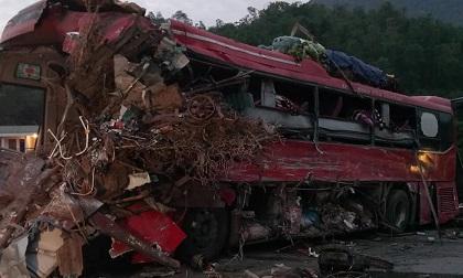 Tai nạn kinh hoàng: Xe chở sắt lao vào xe giường nằm, 41 người thương vong