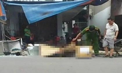 Đang chạy xe máy, người đàn ông bị cột điện đổ đè tử vong
