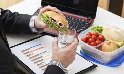 Những thói quen khi ăn 'giết' sức khỏe nhanh hơn mắc ung thư