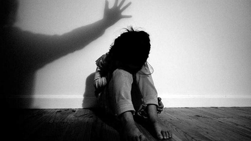 Gã cha dượng bất lương nhiều lần xâm hại bé gái 11 tuổi