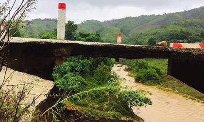 Lũ cuốn cầu độc đạo trơ móng, nhiều tuyến đường ở Quảng Trị bị chia cắt