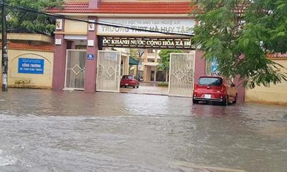 Hàng trăm trường học tại Hà Tĩnh, Quảng Trị hoãn khai giảng do mưa lũ