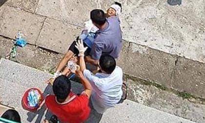 Đang ngủ, bé trai 10 tuổi bị bác họ vác dao chém đứt lìa tay