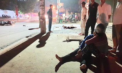 Người mẹ khóc ngất bên thi thể con trai 19 tuổi tử vong sau tai nạn