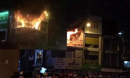 Cháy dữ dội cửa hàng máy tính, điện thoại trên phố Thái Hà, 2 người thoát chết