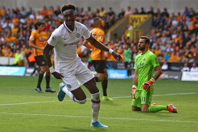 Abraham lập hattrick, Chelsea thắng tưng bừng trên sân khách