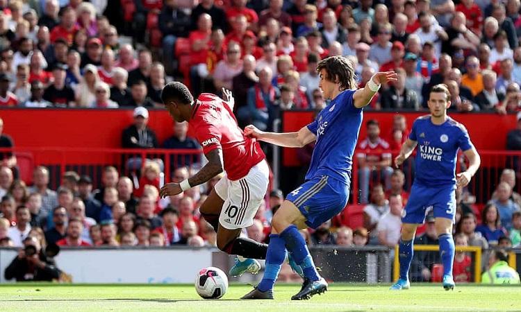 Rashford đá thành công phạt đền, MU thắng tối thiểu Leicester City