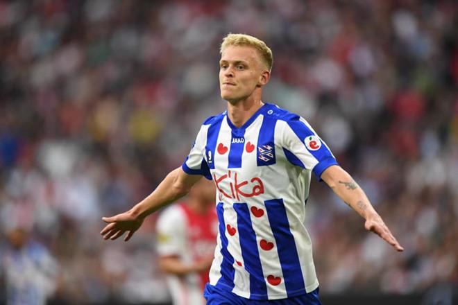 Heerenveen thua dam Ajax truoc khi Van Hau sang Ha Lan hinh anh 1