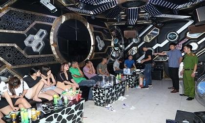 Hà Nam: Bắt 9 thanh niên 'phê' ma túy đang bay lắc trong quán karaoke