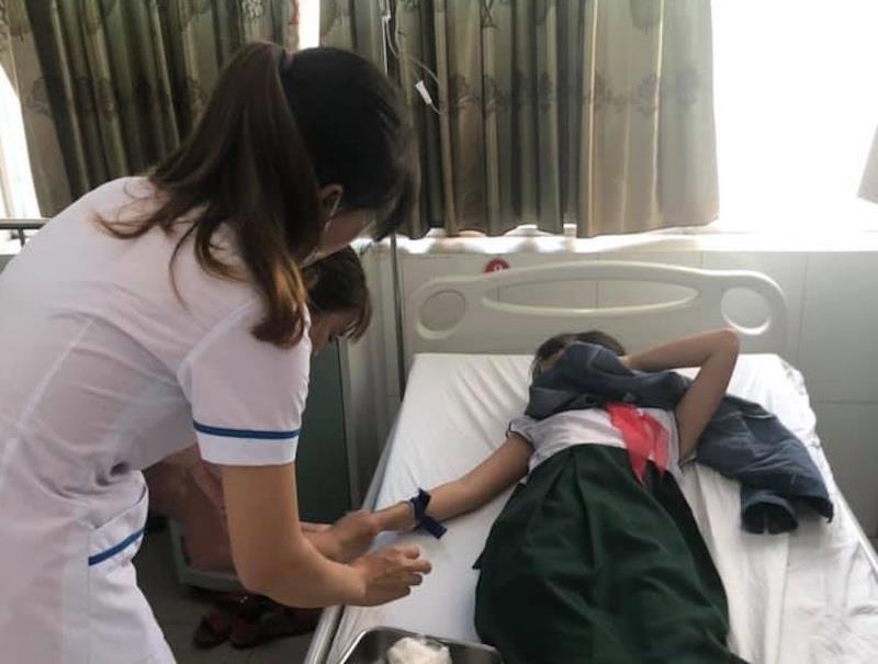 Bác tin 4 học sinh đồng loạt nhập viện vì nghi do sốc ma túy - 1