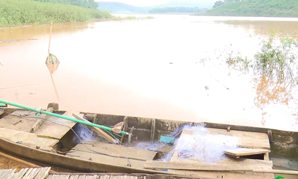 Thuyền bị lật úp trên hồ thủy điện, 3 học sinh đuối nước thương tâm