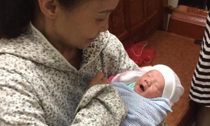 Bé trai sơ sinh 1 ngày tuổi bị bỏ rơi trong đêm cùng lời nhắn 'vợ chồng em hoàn cảnh không nuôi được'
