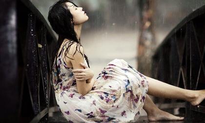 Đêm ấy, giữa trời mưa tầm tã, mẹ chồng bắt tôi phải từ bỏ giọt máu của chính mình cùng lời tuyên bố phũ phàng